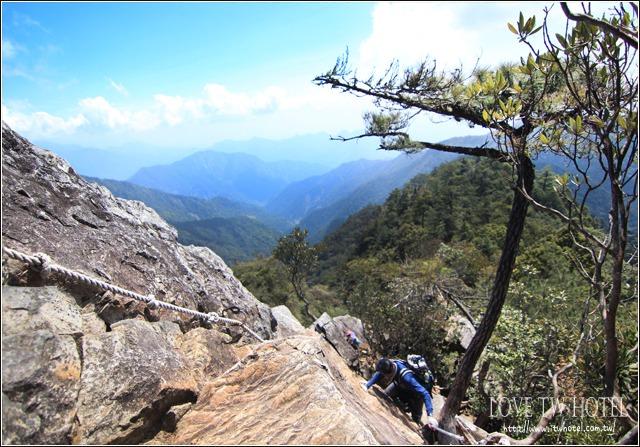 【台中景點】鳶嘴山 @ 挑戰刺激的攀岩登山,飛簷走壁看見美景
